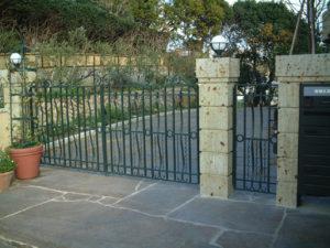 14ロートアイアン大型門扉と通用門