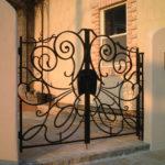 扉をくぐる時の高揚感 ロートアイアン門扉