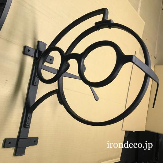ロートアイアン眼鏡の看板