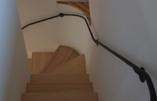 群馬県富岡市の階段壁手摺