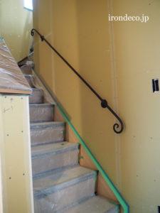 ロートアイアン階段壁手摺り